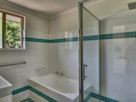 Bangalow Guest House Bathroom